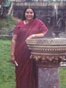 shri-mataji-sari-london-1982