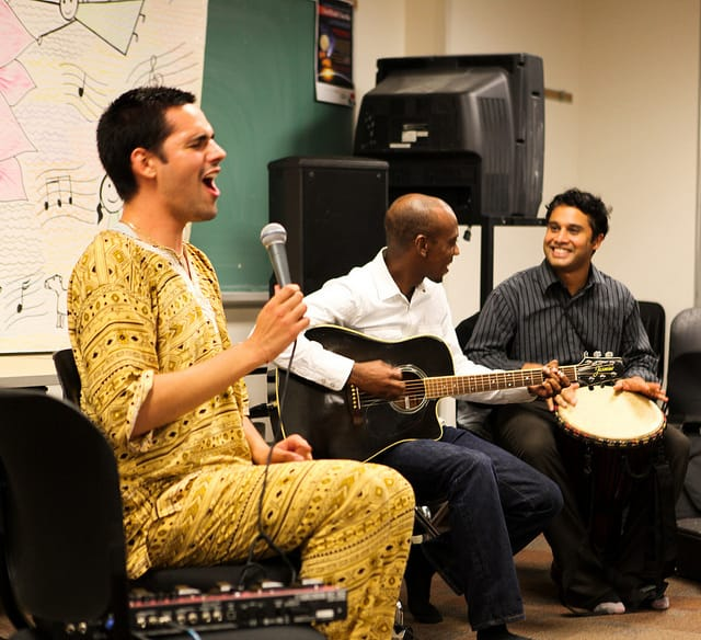 Read more about the article University of Toronto – Concert of Yoann Freget @ Multicultural Club – How was it?! What's Next?!
