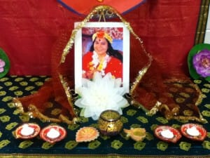 Read more about the article 2 VIDEOS – Super Happy Birthday with Yoann Singing & Dancing for Sahaja Yoga Meditation in Halton!!! Our 5 Years Anniversary!!