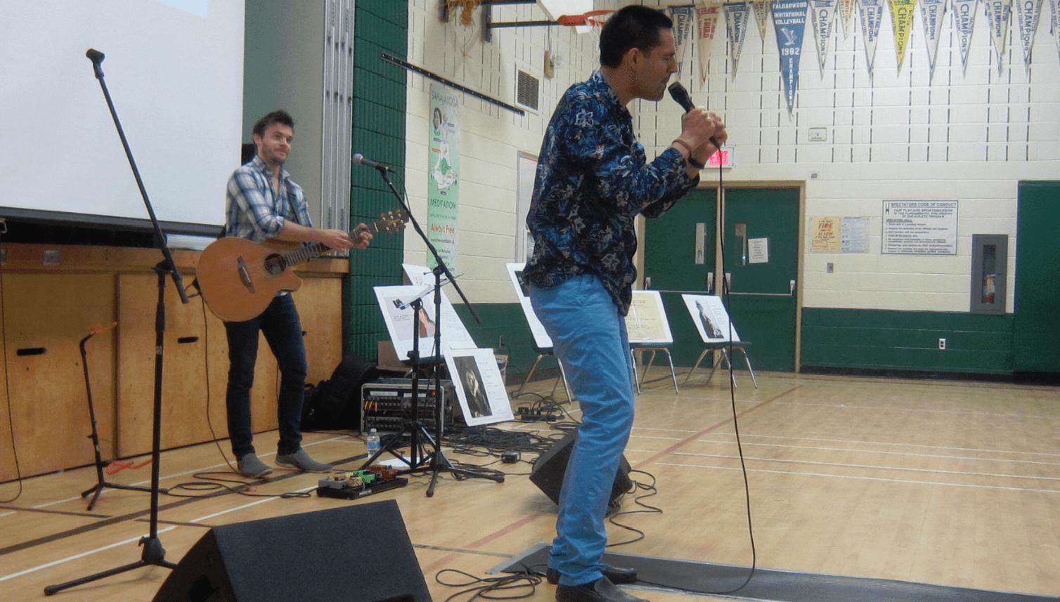 Yoann performs1