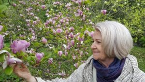 """Read more about the article (video) 75-Year-Old Grandma Talks about Forgiveness, Meditation and The Third Eye – Agnya Chakra  – """"Bunica Mediteaza, face Yoga si Iarta"""""""