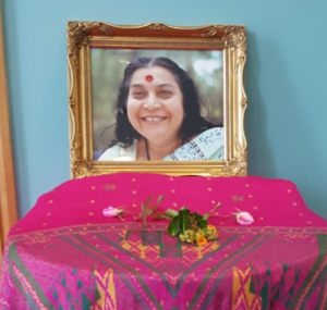 Read more about the article Jayanthi's Crown (Sahasrara) Chakra Miracle with Guru's Photo
