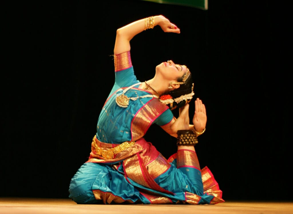 This image has an empty alt attribute; its file name is Analuiza-Torres-A-queen-of-Kuchipudi-Dance-humble-1024x747.jpg