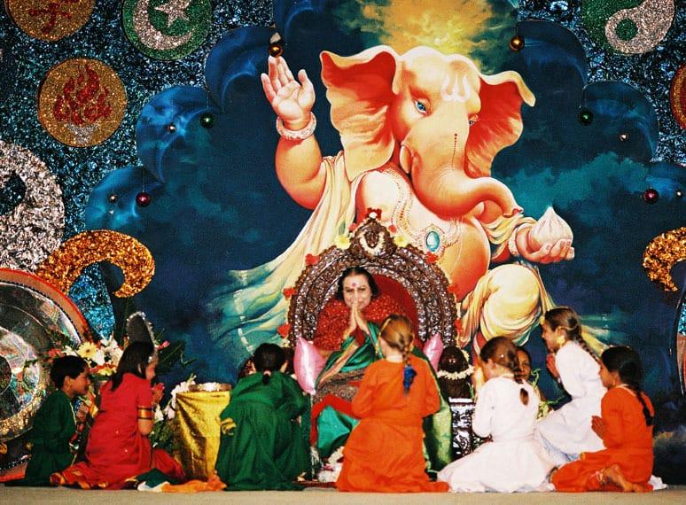 Copiii -Shri Mataji-Shri Ganesha